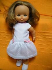 poupée blanche.jpg