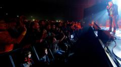 renaud concert public.png